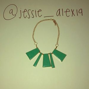 Jewelry - A green necklace